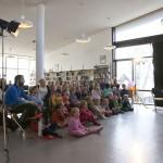 Barna fulgte spent med på den fantastiske forestillinga om Oldefars Ulveskinnspels av Adele Lærun Duus.